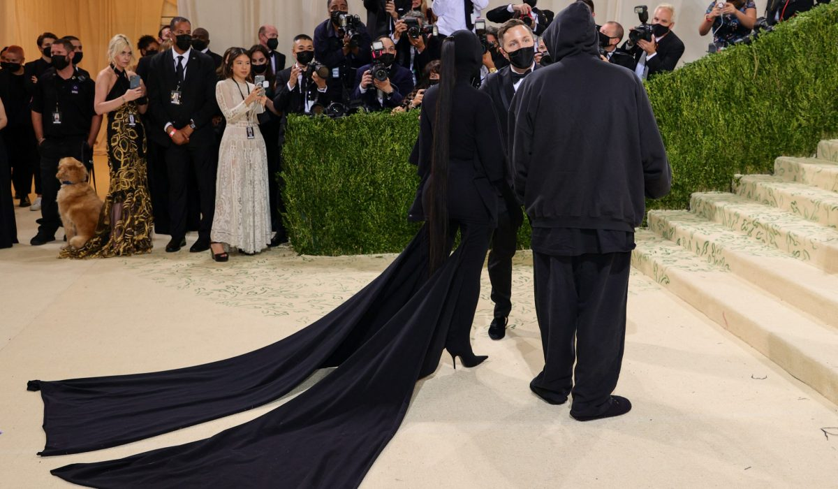 NEW YORK, NEW YORK - SEPTEMBER 13: Kim Kardashian West and Demna Gvasalia attend The 2021 Met Gala Celebrating In America: A Lexicon Of Fashion at Metropolitan Museum of Art on September 13, 2021 in New York City.   Theo Wargo/Getty Images/AFP (Photo by Theo Wargo / GETTY IMAGES NORTH AMERICA / Getty Images via AFP)