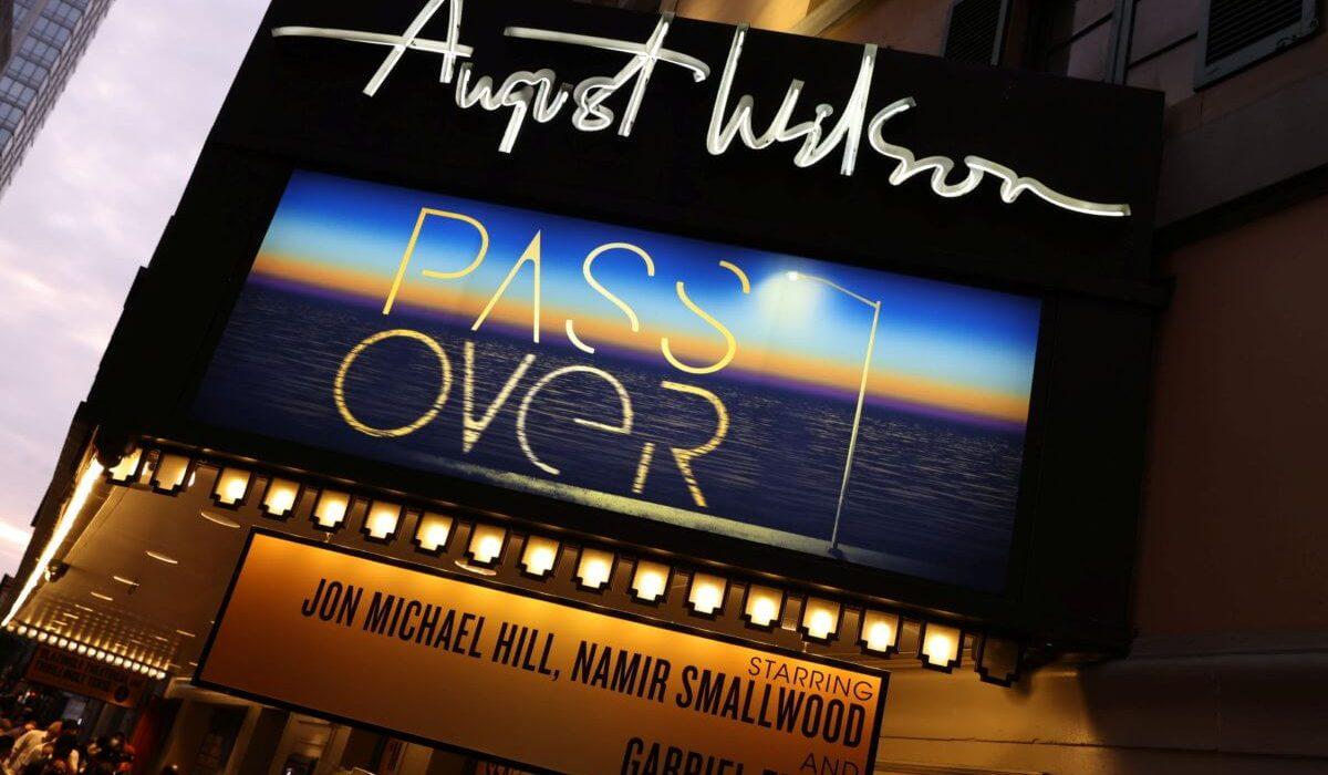 Pass Over es la primera obra de Broadway que abre al público. Fotografía por Caitlin Ochs.